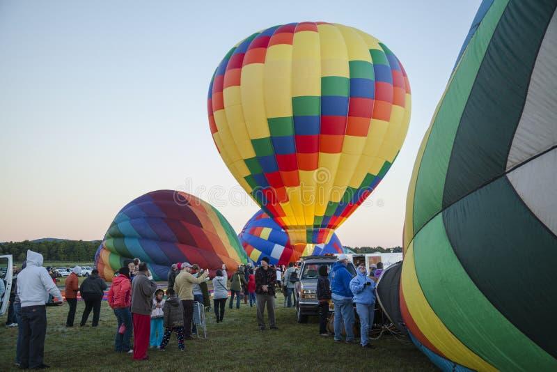Queensbury NY :气球驾驶者和观众为2016 A聚集 库存图片