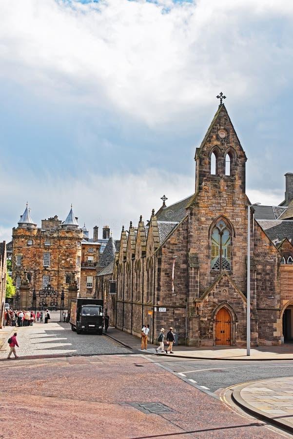 Queensgalerij en Paleis van Holyroodhouse in Edinburgh royalty-vrije stock afbeelding