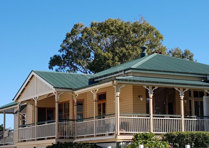 Queenslander in room en groen royalty-vrije stock afbeeldingen
