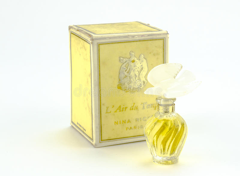 Queenstown, África do Sul, o 4 de dezembro de 2016: Perfume do vintage de Nina Ricci cerca de 1976 foto de stock