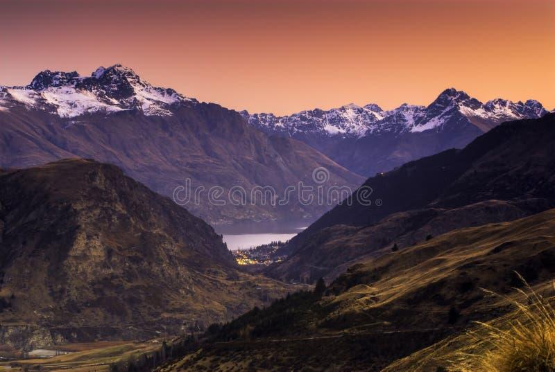 Queenstown, заход солнца, южный остров, Новая Зеландия стоковое фото
