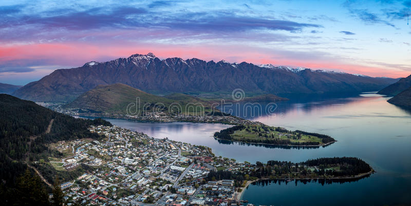 Queenstown au crépuscule photo stock