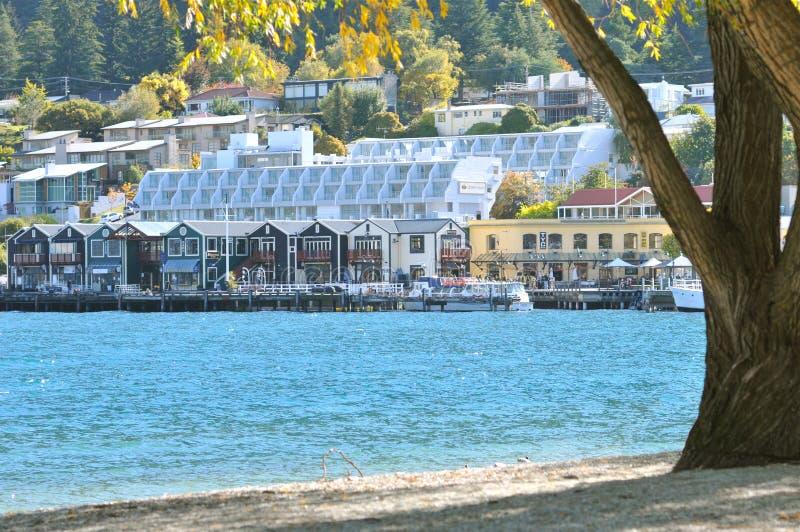 Queenstown dal lago Wakatipu fotografia stock libera da diritti