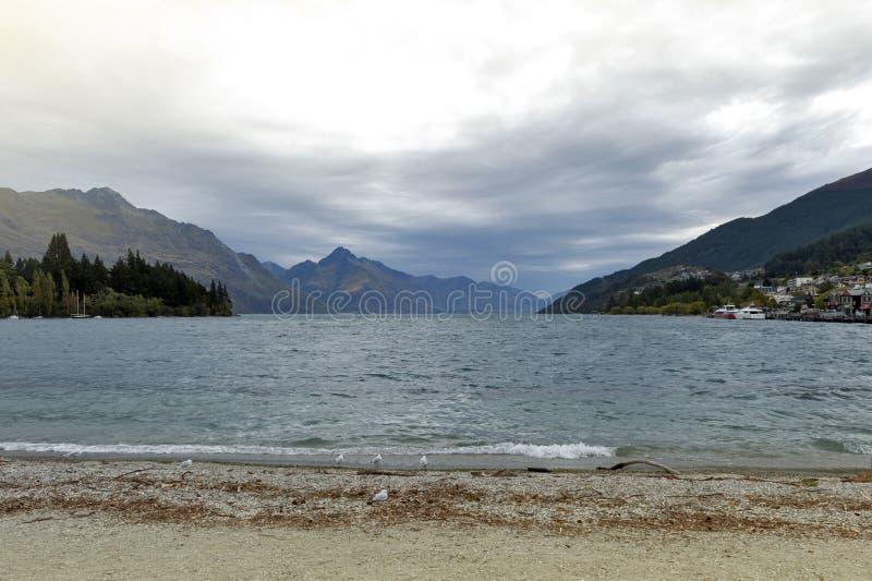 Queenstown lakefront vid sjön Wakatipu, Nya Zeeland arkivbilder