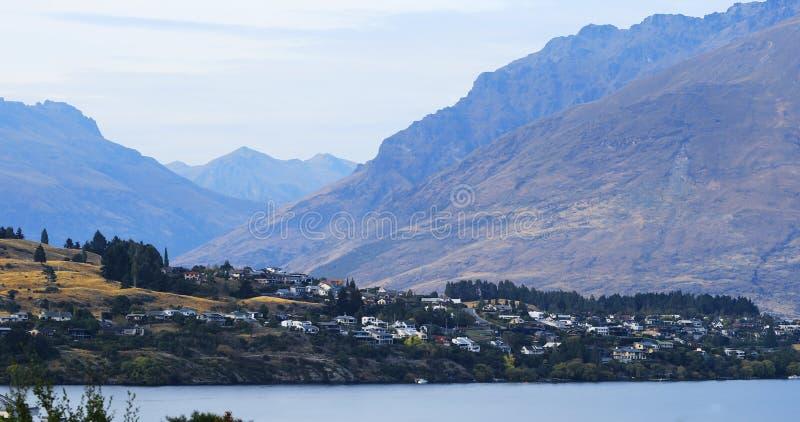 Queenstown, Nieuw Zeeland met bergmening stock foto's