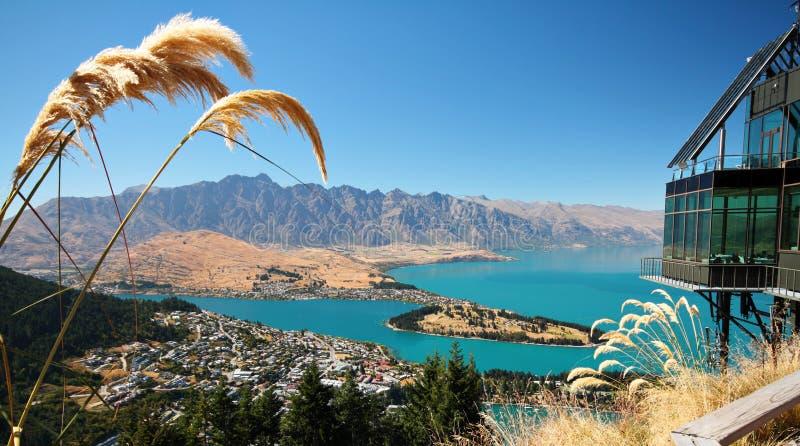 Queenstown, Nowa Zelandia na pogodnym letnim dniu obraz stock