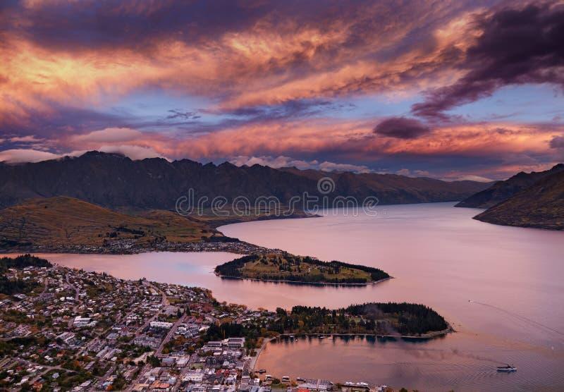 Queenstown przy zmierzchem, Nowa Zelandia zdjęcia royalty free