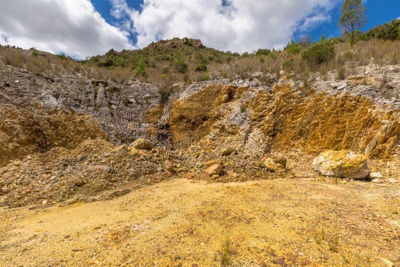 Queenstown Tasmânia: minerais tipical das rochas imagens de stock