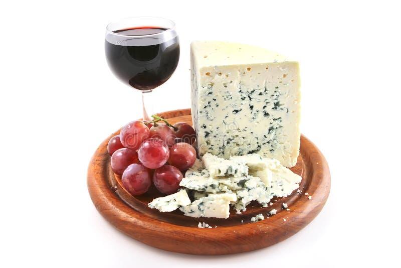 Queijo do Roquefort e vidro de vinho imagem de stock royalty free