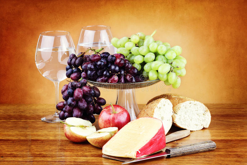 Queijo e fruta fotografia de stock royalty free