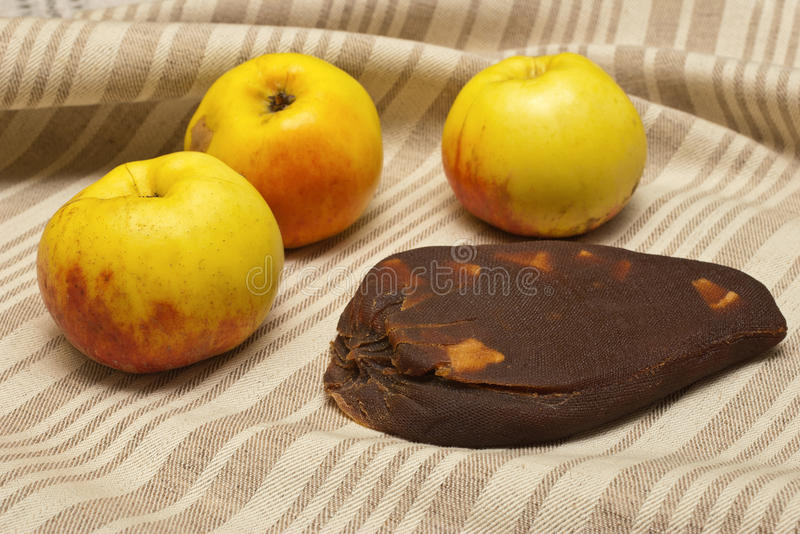 Queijo lituano tradicional da maçã foto de stock