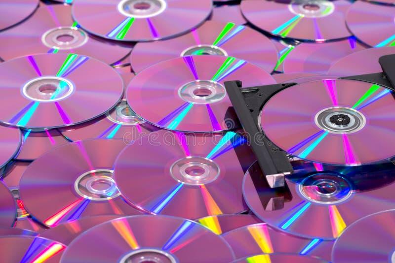 Queimador do CD DVD com muitos compacts disc foto de stock royalty free