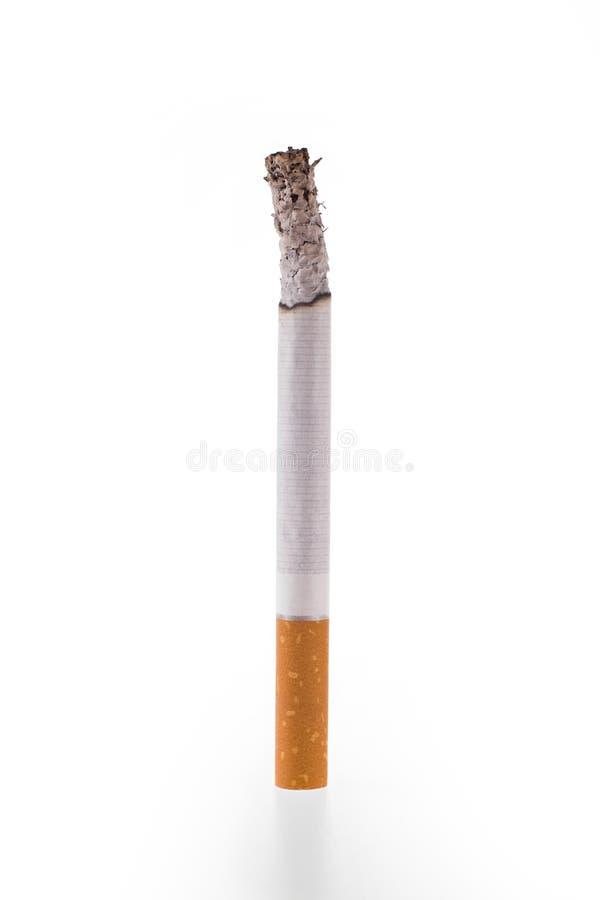Queimadura de cigarro no fundo branco imagens de stock royalty free
