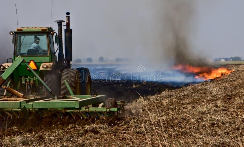 Queimadura e Plowing-8160 imagem de stock royalty free