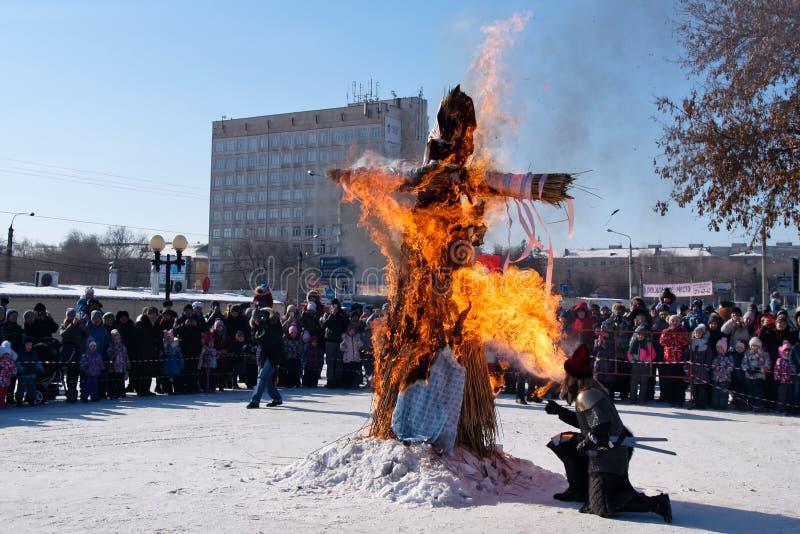 Queimadura enchido para o feriado eslavo Maslenitsa do inverno imagens de stock royalty free