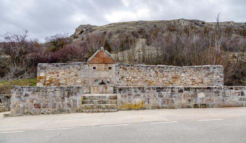Quelle des allgemeinen trinkenden Wasserkanals in der barahona Landstraße Medinaceli Spanien lizenzfreie stockfotografie