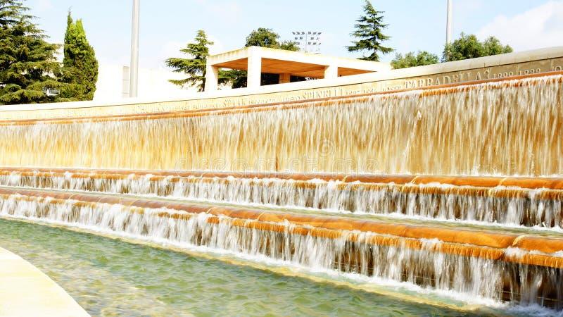 Quelle des olympischen Ringes auf Montjuic-Berg, Barcelona stockfotos