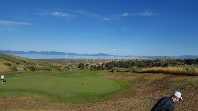 Quelle vue, terrain de golf photo libre de droits