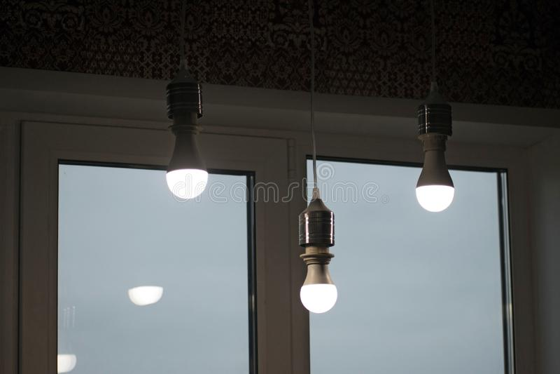 Quelques lampes de LED, technologie scientifique Ampoule aboutie Lampe moderne Allumez la lampe images stock