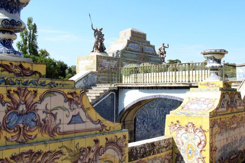 queluz för slott för azulejoskanalträdgård nationell arkivfoton