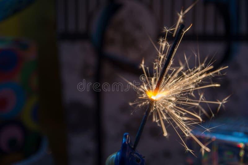 Quema bengalí en vísperas de Año Nuevo fotografía de archivo