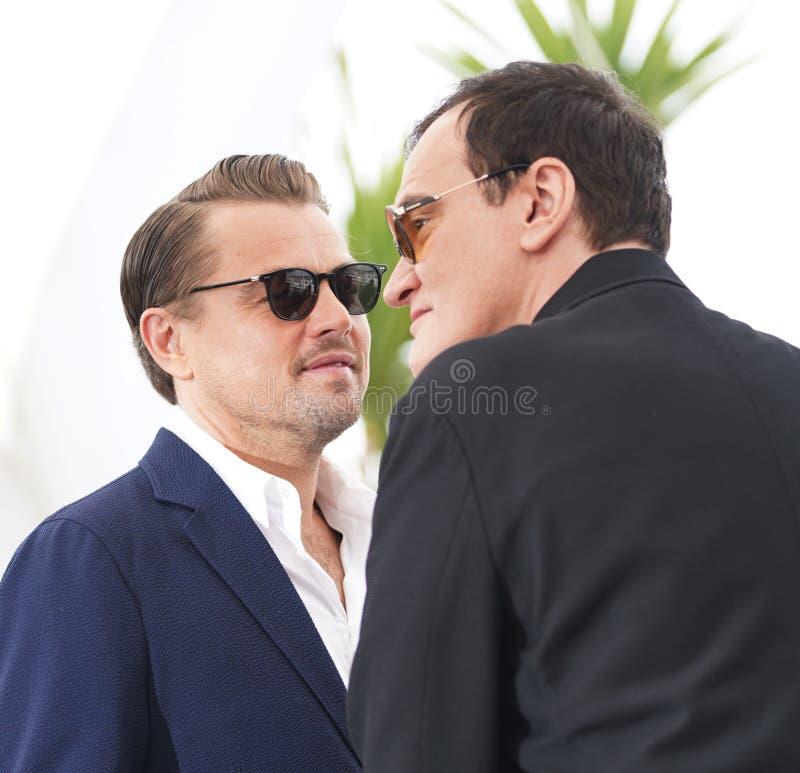 Quentin Tarantino Leonardo DiCaprio deltar i photocallen royaltyfria bilder
