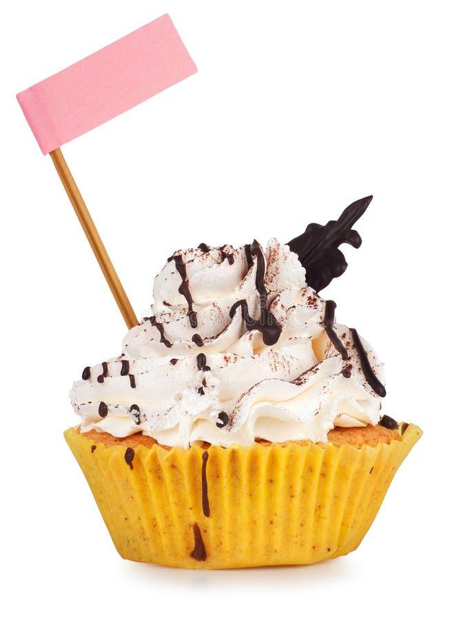 Queque com chuvisco do chocolate e a bandeira cor-de-rosa fotografia de stock