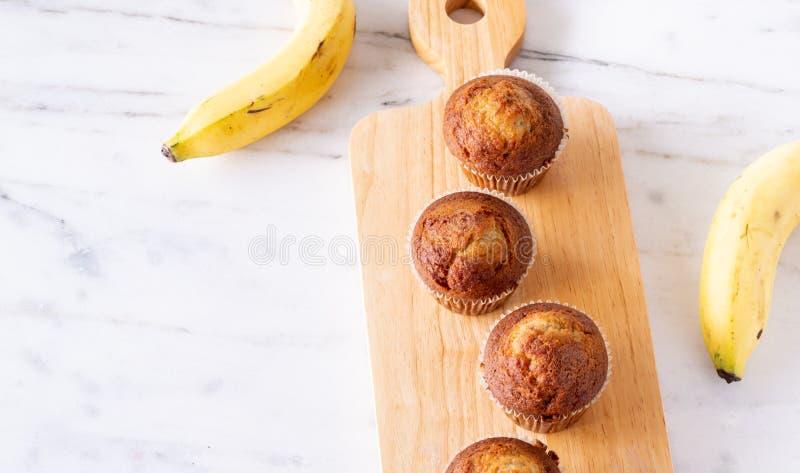 Queque de Brown ou bolo da banana imagens de stock royalty free