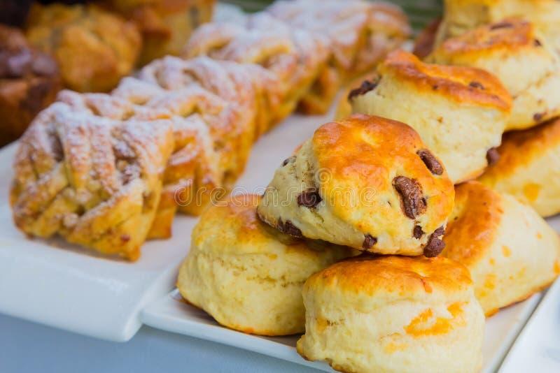 Queque do bolo da pastelaria do café da manhã no festival de mola imagem de stock