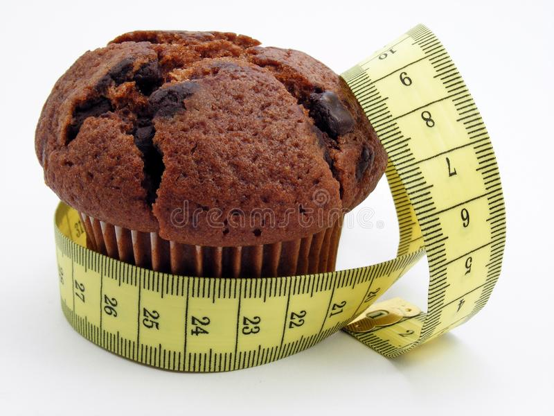 Queque do chocolate & fita de medição imagem de stock royalty free