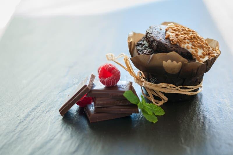 Download Queque Do Chocolate Com Framboesas Imagem de Stock - Imagem de doce, pastry: 80100811