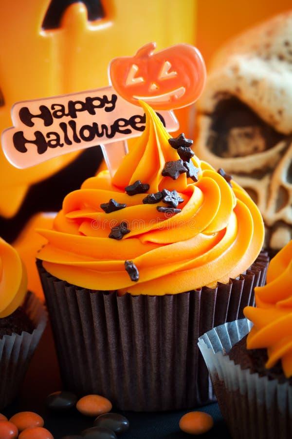 Queque feliz de Halloween imagem de stock