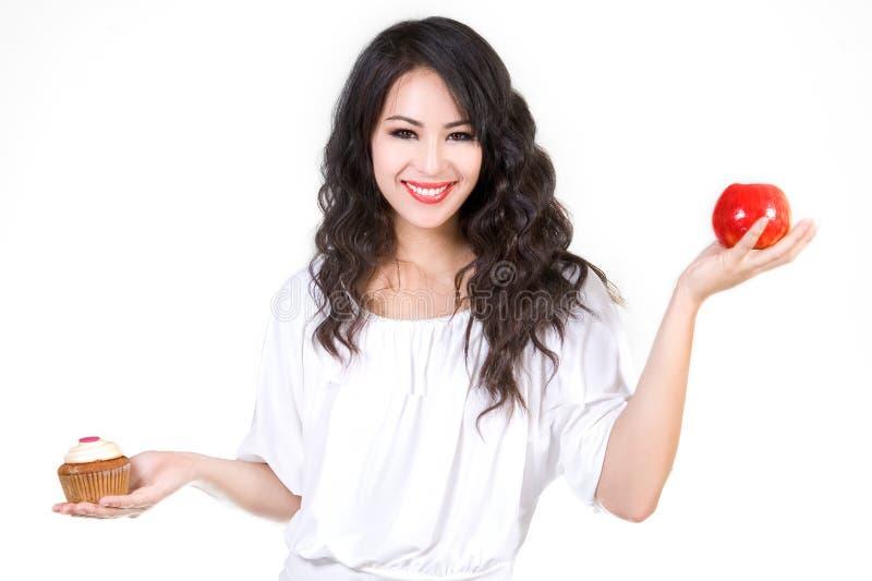 Queque ou maçã? imagem de stock