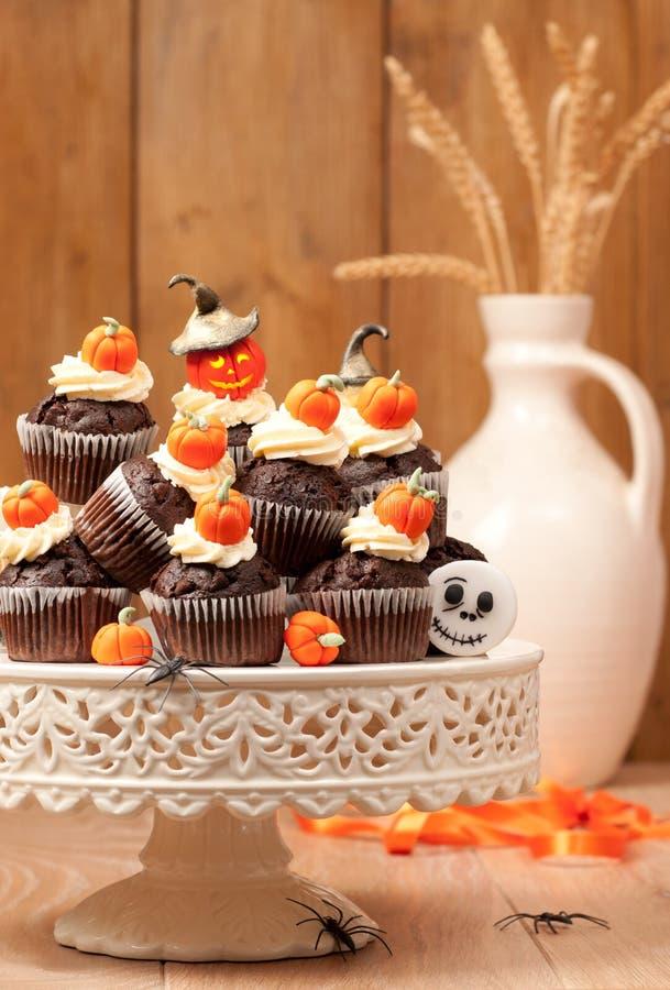 Queques do chocolate de Halloween foto de stock