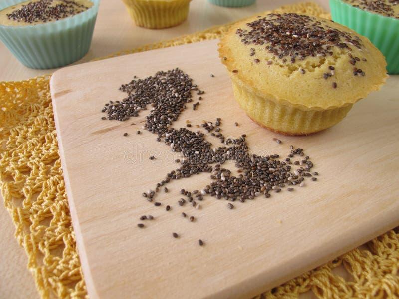 Queques do pão da farinha do milho com sementes do chia fotos de stock