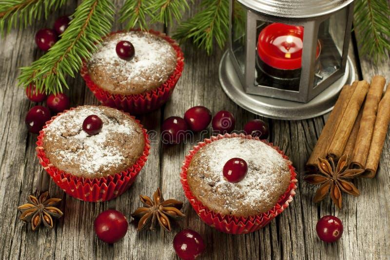 Queques doces do Natal com decoração foto de stock