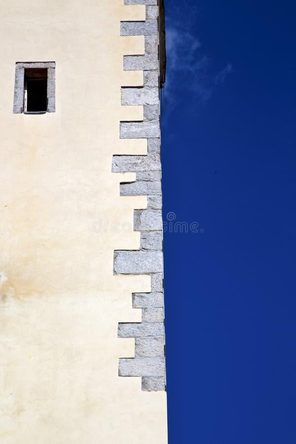 Quer-Zusammenfassung Lombardei Italien Varese einer Kirche brach brik stockfotos