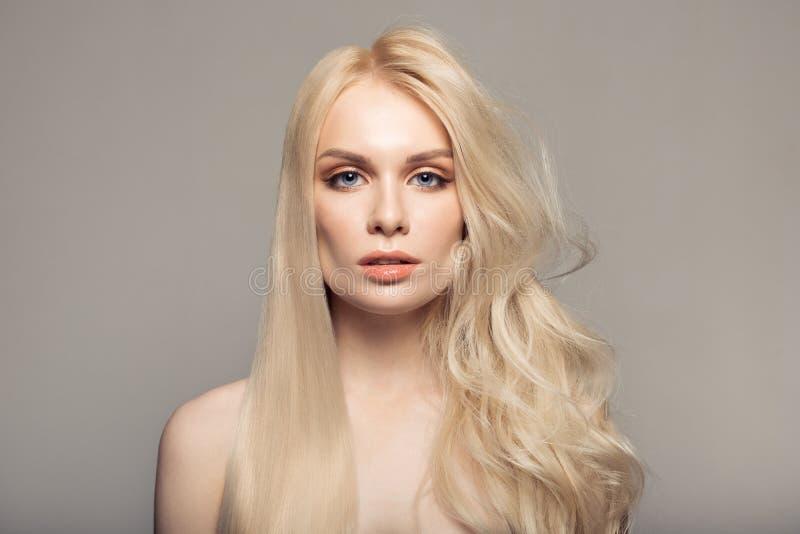 Queratina do conceito que endireita o cabelo fotografia de stock royalty free