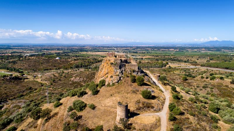 Quermanco城堡的空中照片在比拉惠加 免版税库存照片