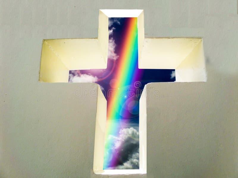 Querwand und Regenbogen segnen vom Gott auf Wand- und Textraum stockbilder