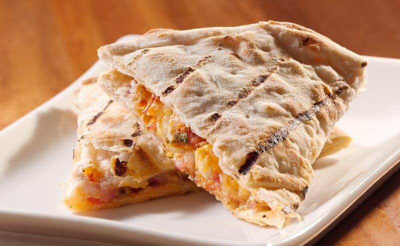 quesadillas плиты цыпленка сыра стоковое изображение rf