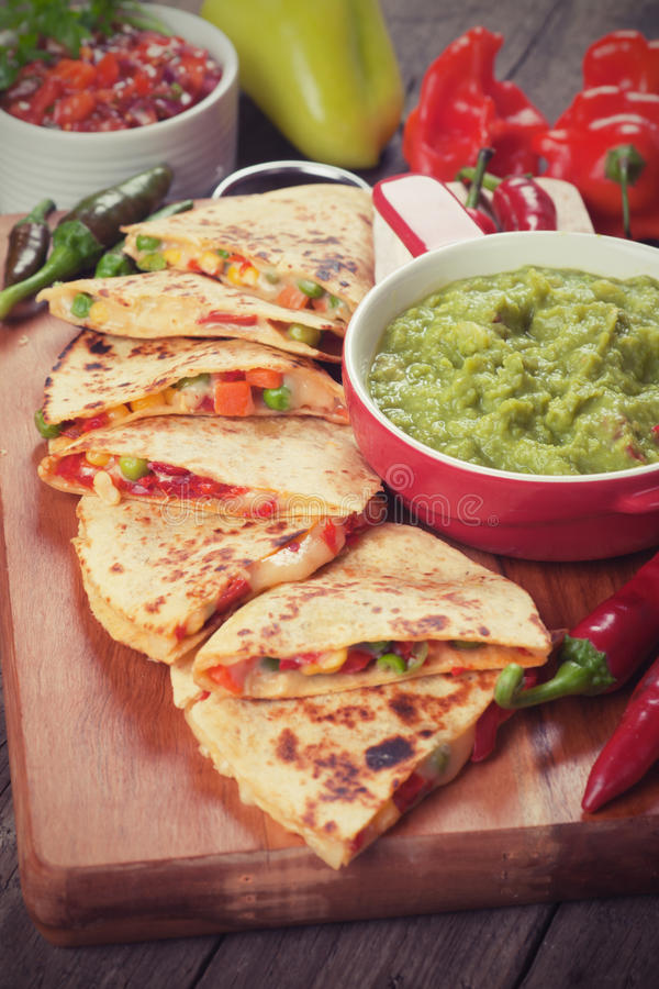 Quesadillas med guacamole arkivfoto