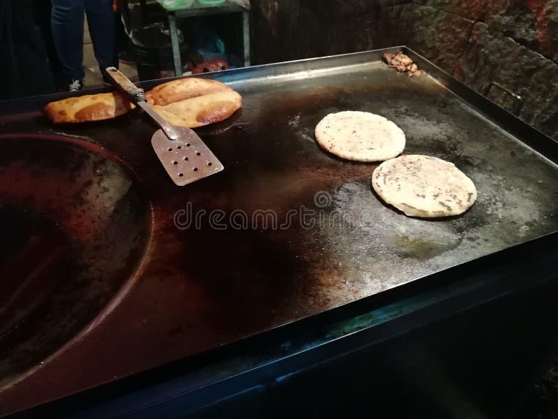 Quesadillas och typisk mexicansk mat för gorditasgata arkivbilder