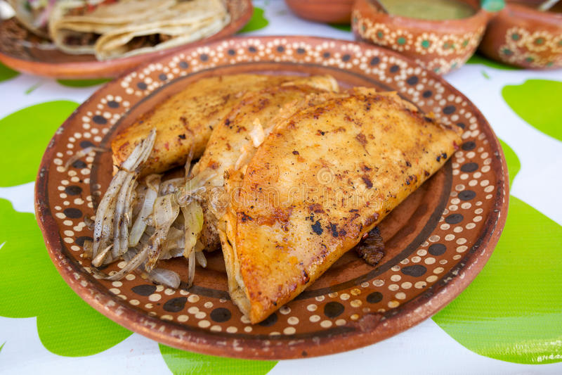 Quesedilla frito comida mexicana de la calle imágenes de archivo libres de regalías