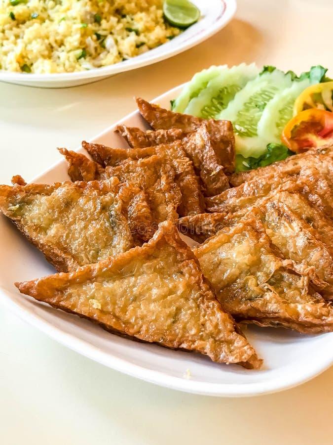 queso de soja frito de los pescados imagen de archivo