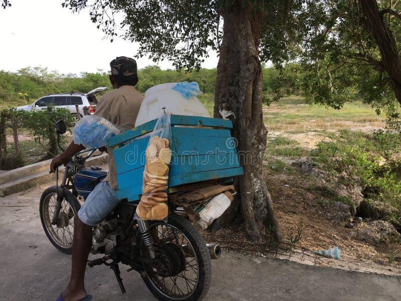 Queso försäljare i Dominikanska republiken fotografering för bildbyråer