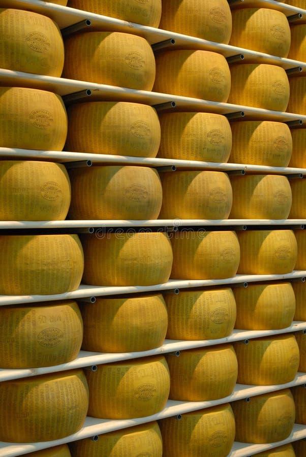 Queso italiano del parmesano original almacenado fotos de archivo libres de regalías