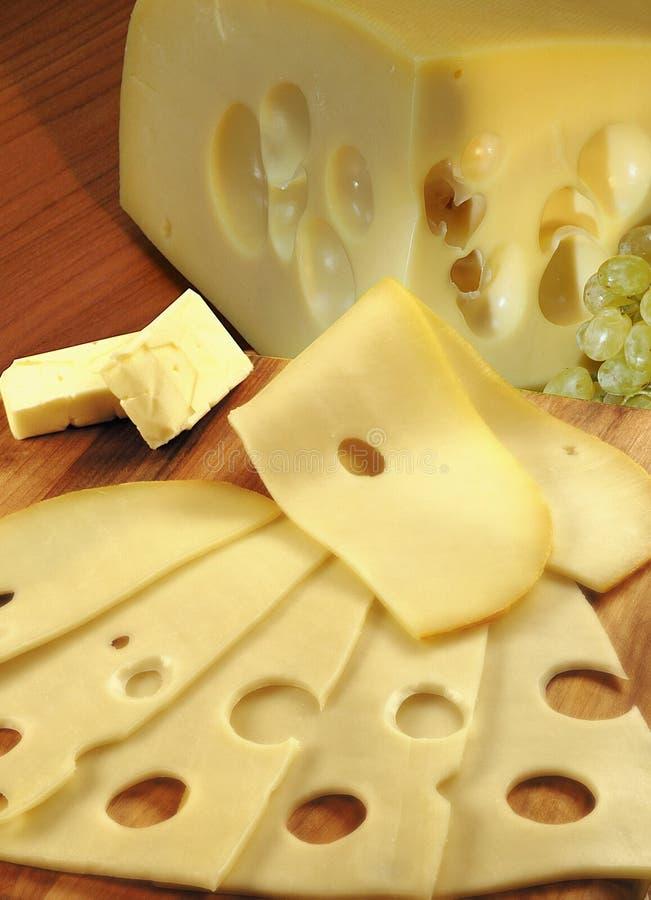 Queso, mantequilla y uvas imagen de archivo libre de regalías