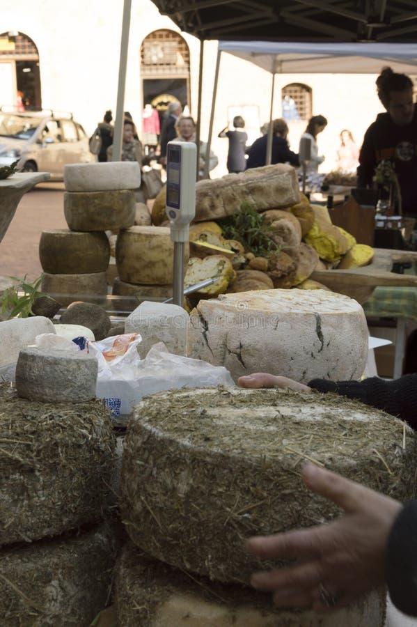 Queso y mercado italiano de la comida fotos de archivo libres de regalías