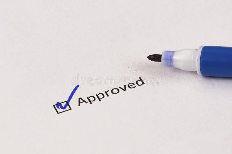 Questionário, avaliação A caixa verificada com inscrição aprovou e marcador azul imagem de stock